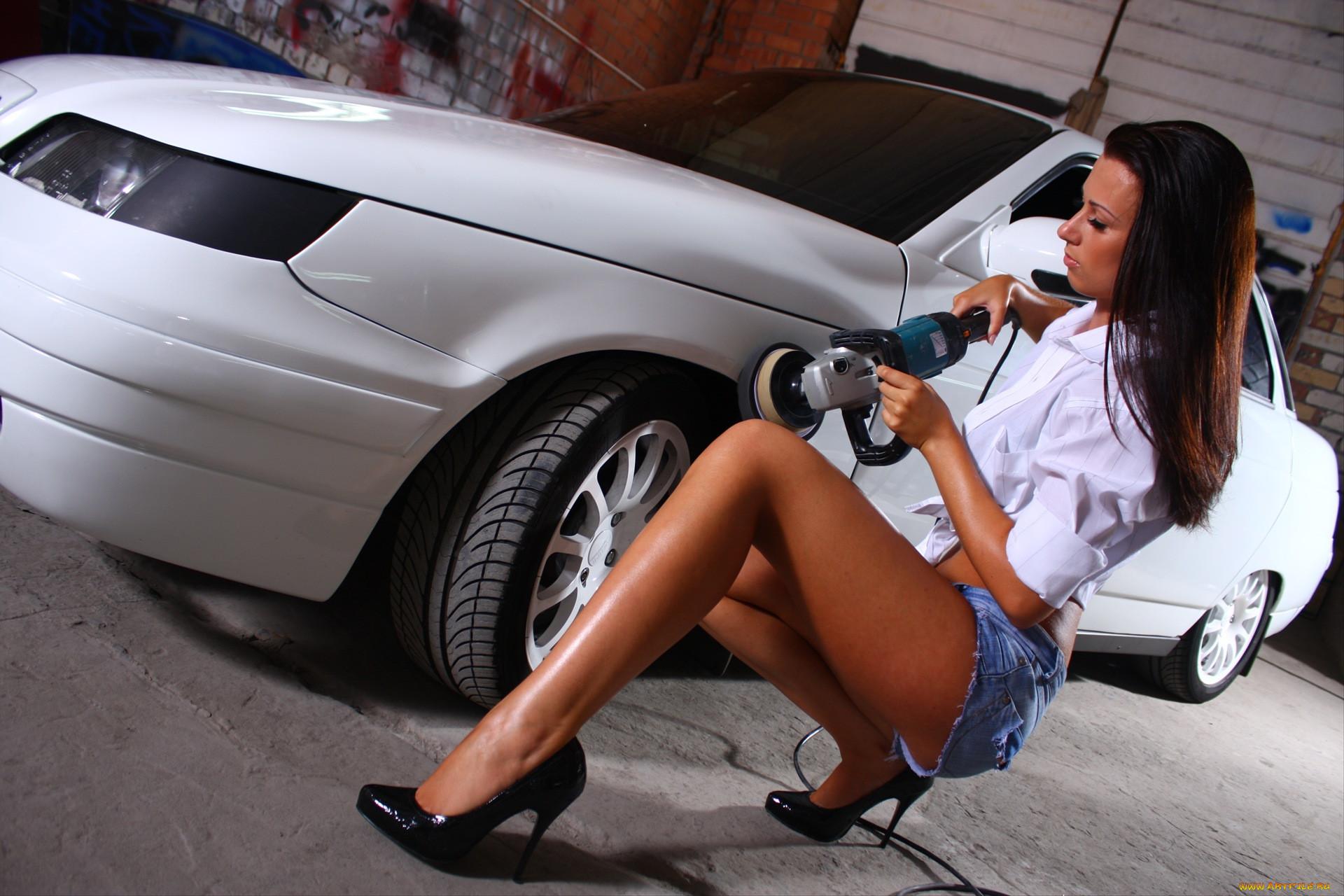 Девушки и ремонт машин фото